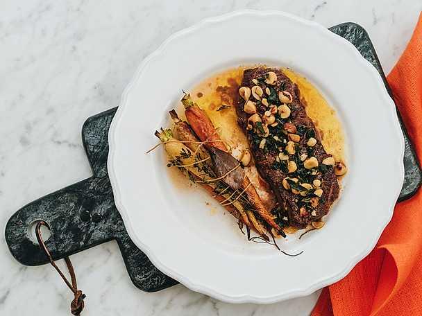 Rostade morötter med ryggbiff och brynt salviasmör NY