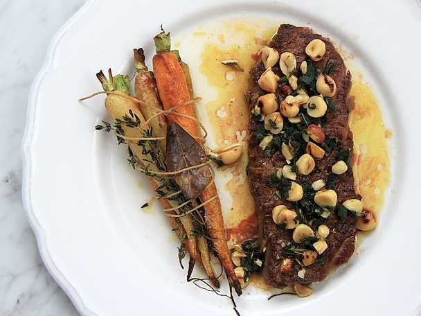 Rostade morötter med ryggbiff och brynt salviasmör