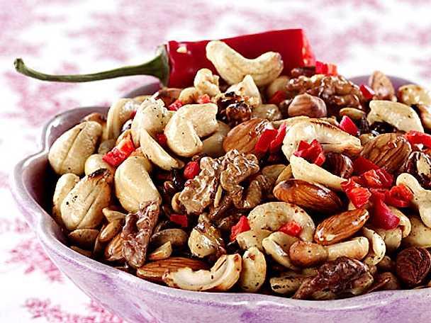 Rostade nötter i panna