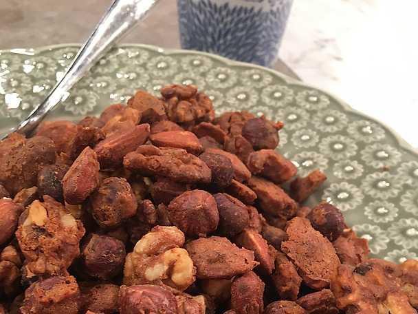 Rostade pepparkaksnötter med chili och salt