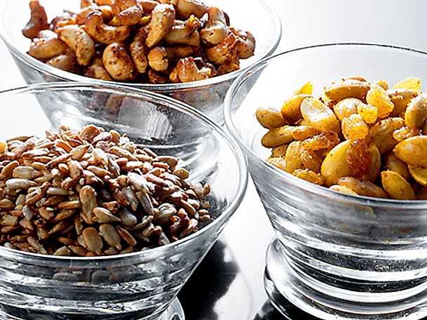 Rostade solrosfrön och glaserade nötter
