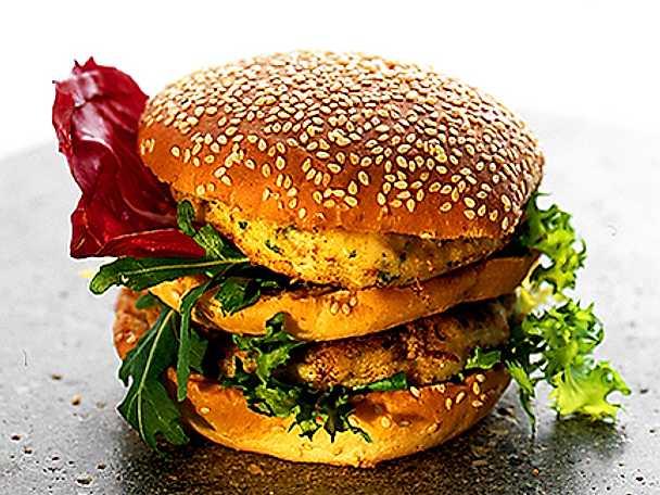 Rotfruktsburgare i hamburgerbröd