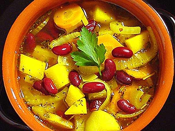Rotfruktssoppa med bönor