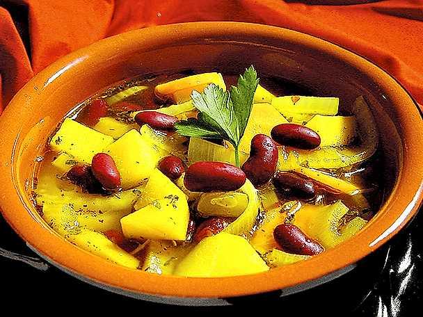 Rotfruktssoppa med saffran och röda bönor