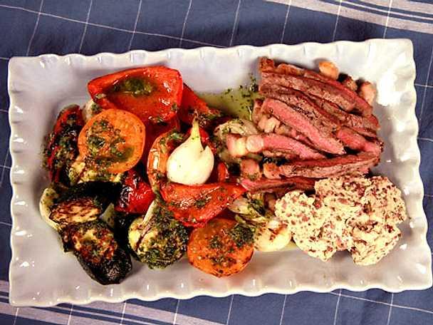 Ryggbiff med sardellsmör och rostade grönsaker
