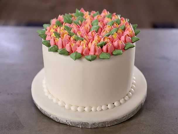 Så dekorerar du tårtan med spritsade tulpaner