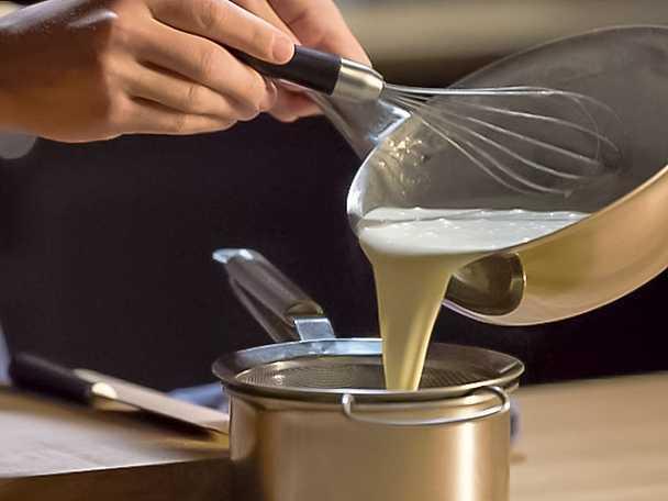Så enkelt gör du vanilj & kolasås_sila