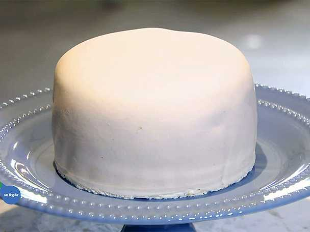 Så täcker du en tårta med marsipan