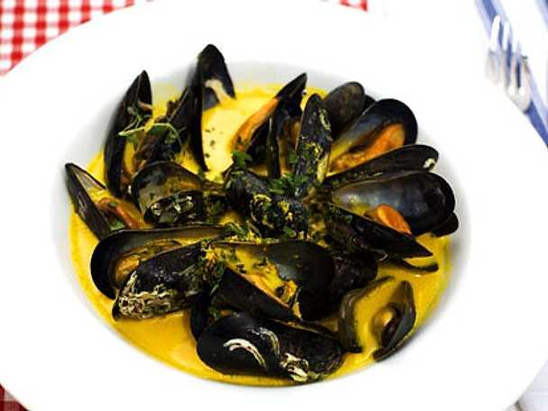 Saffranskokta musslor med pasta