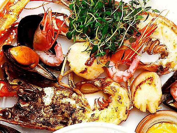Saffranssoppa med halstrade skaldjur
