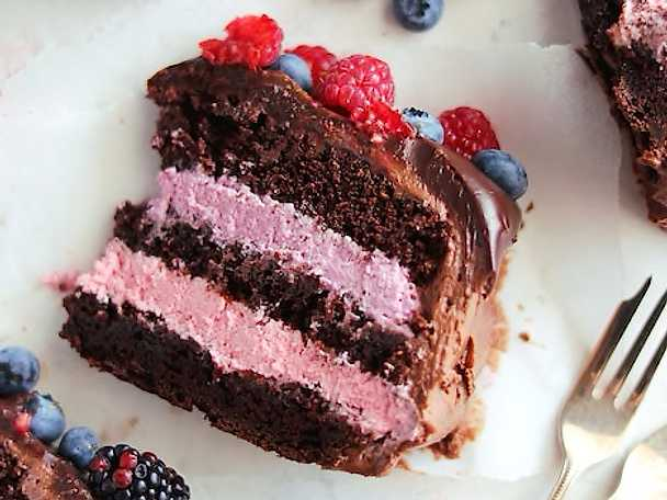 Saftig chokladtårta med bärmousse