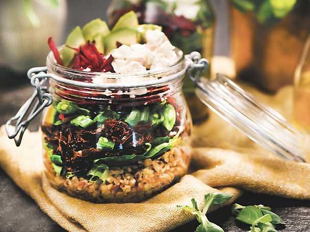 Salad in a jar med avokado och fetaost PAULUNS