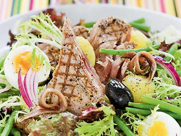 Salade nicoise med grillad tonfisk