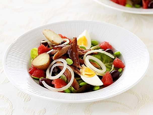 Sallad med böckling, grapefrukt, bönor och oliver