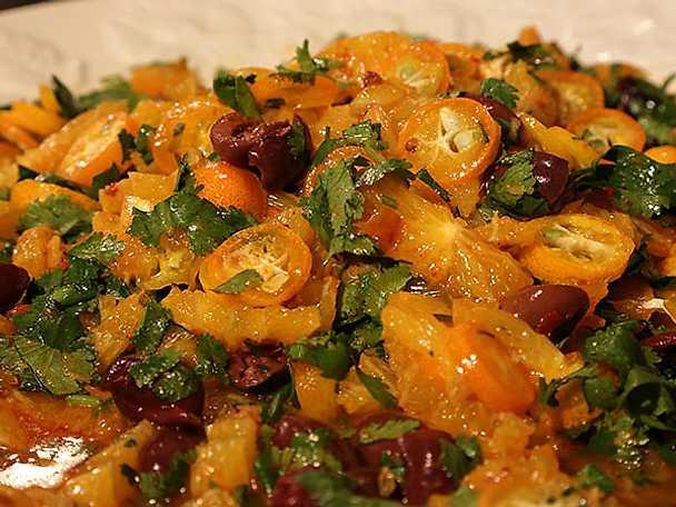 Sallad på apelsin, oliver och harissa