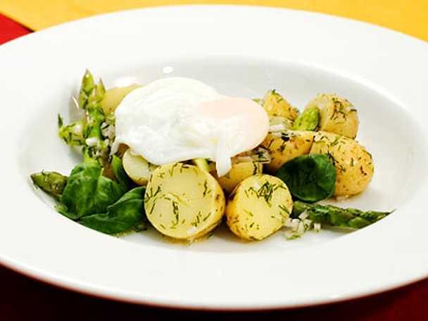Sallad på sparris, nypotatis, ägg och dill
