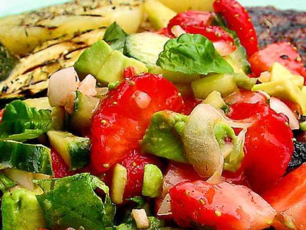 Salsa med färska jordgubbar och avokado