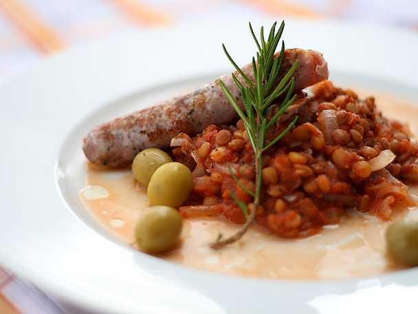 Salsiccia med röd linsröra