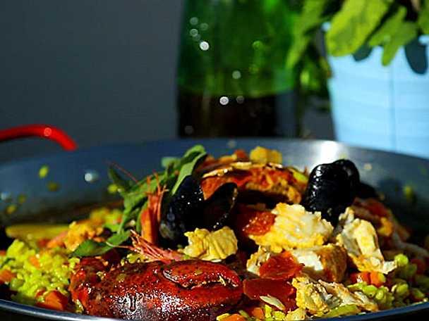Salvia- och citronris med skaldjur