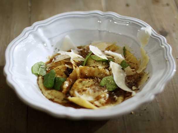 Salviabrynt smör med honung till pasta