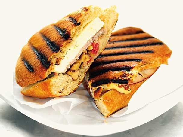Sandwich med halloumi, skinka och fikon