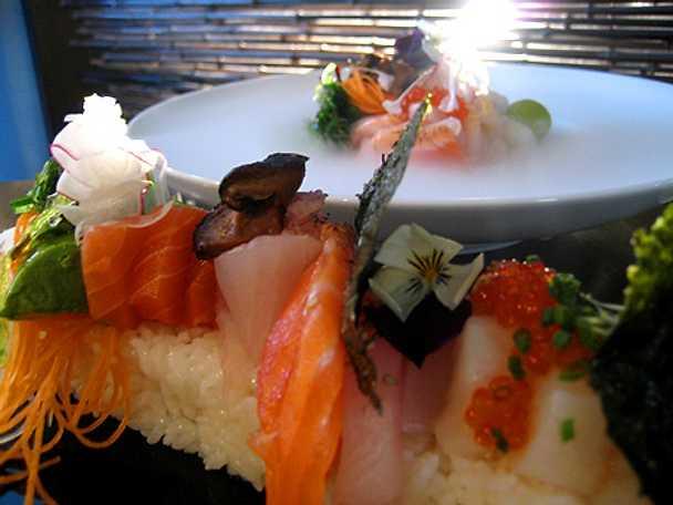 Sashimi och Chirashi sushi