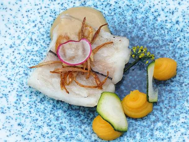 Scabbard fish med sötpotatispuré, krämig fisksås och friterad schalottenlök