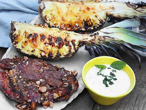 Scan Nötmarinerad karré med grillad ananas & yoghurtdressing