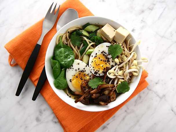 Sesamramen med svamp och tofu