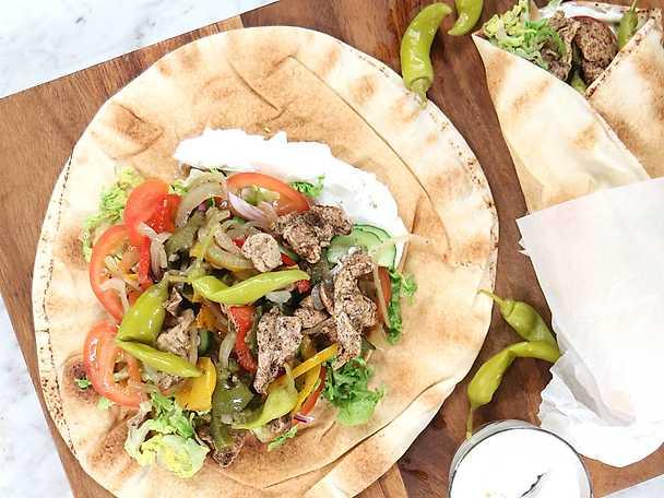 Shawarma - Zeinas kycklingkebab med vitlökssås