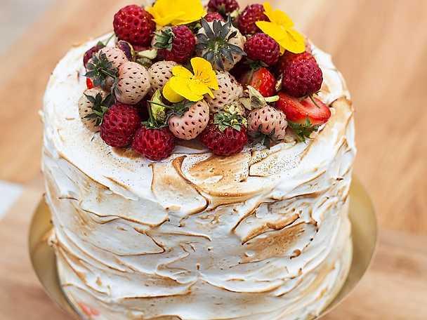 Shireens rabarbertårta med vit choklad och italiensk maräng