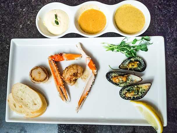 Skaldjurstallrik med musslor & havskräfta