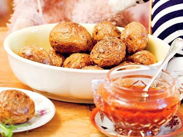 Skrynkliga potatisar med mojosås