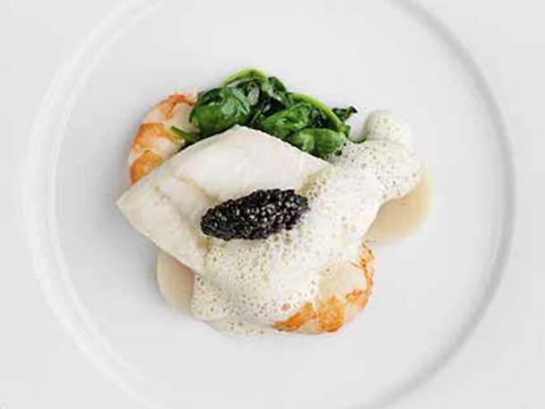 Slätvarsfilé med musslor, jätteräkor och vitvinssås