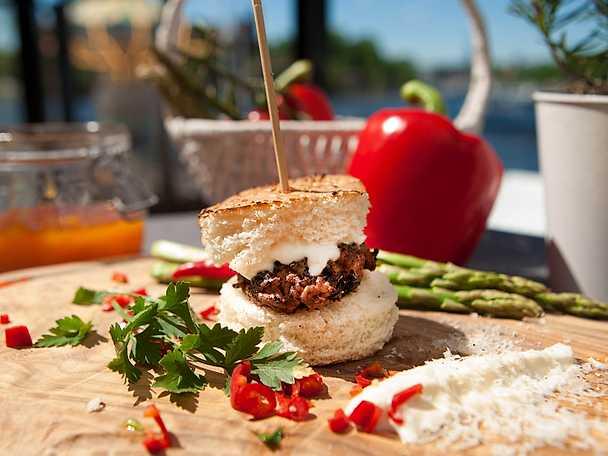 Sliders med parmesancrème och gremolata