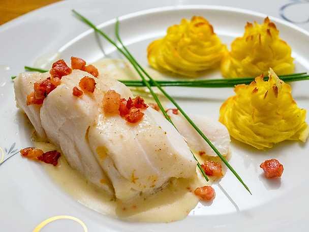 Smörstekt torskrygg med pommes duchesse och vitvinssås-2