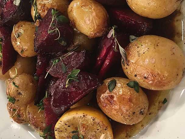 Smörbakade rödbetor och potatis med honung, lakrits och timjan