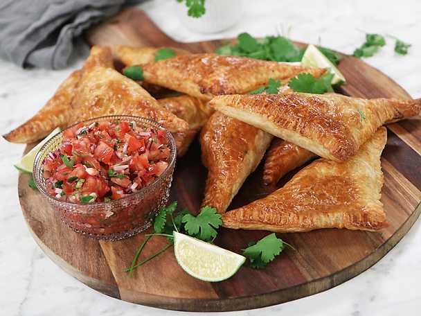Smördegsempanadas med salsa