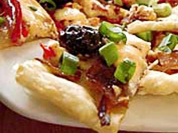 Smördegsflarn med ansjovis, lök och paprika