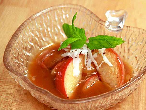 Smörstekt aromaäpple med karamellsås