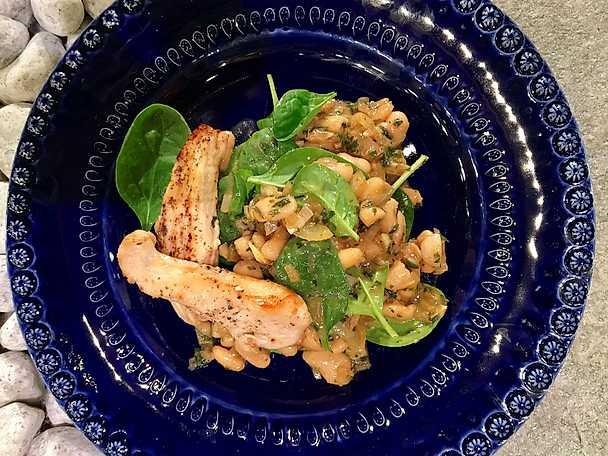 Smörstekt kyckling med brynt dragonsmör och cannelinibönor