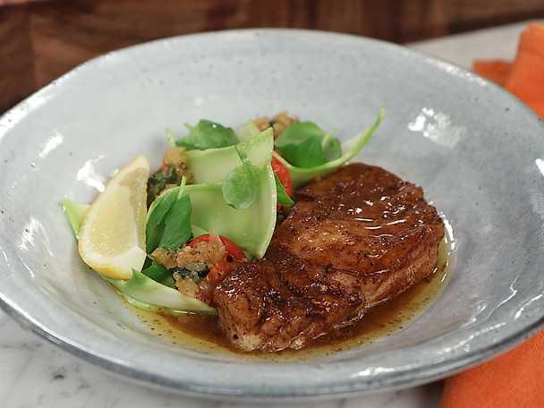 Smörstekt torsk med krämig och rå broccoli