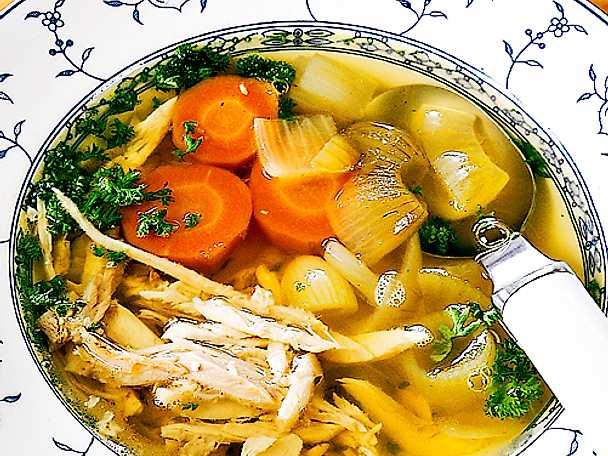 Snabb hönssoppa med grönsaker