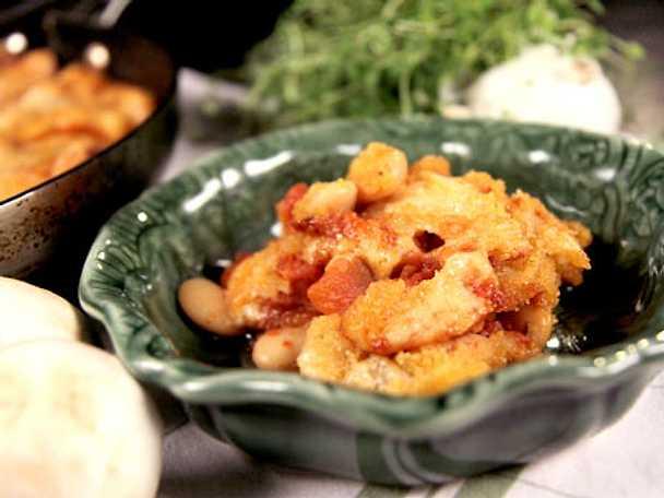 Snabb korvgryta med bönor, svamp och bacon