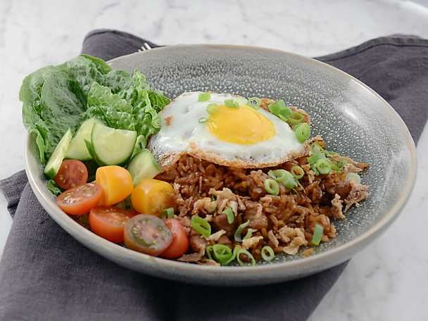 Snabb nasi goreng med fläskkarré och ägg