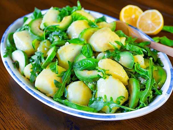 Snabb potatissallad med avokado och ruccola