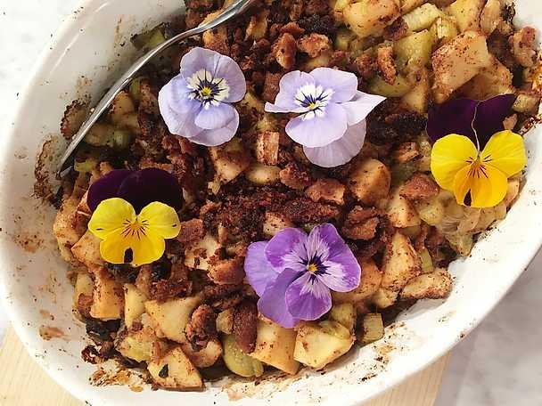 Snabb vårpaj med bakade rabarber och äpplen