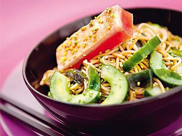 Sobasallad med tonfisk