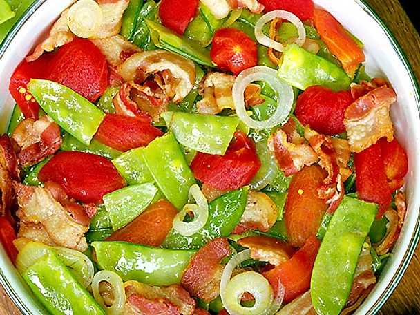 Sockerärter med tomat