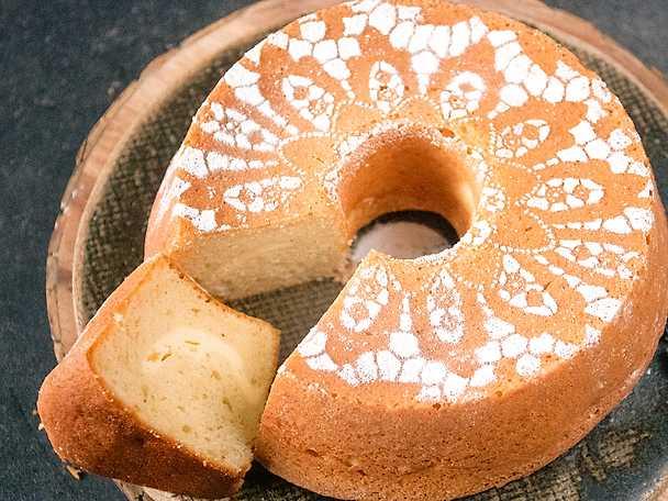 Sockerkaka med cheesecakefyllning